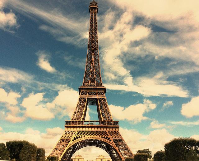 Is Paris the cause of Paris syndrome?